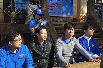 """Đoàn trường THPT Việt Đức phối hợp tổ chức chương trình """"Tình nguyện mùa đông"""" năm 2017"""